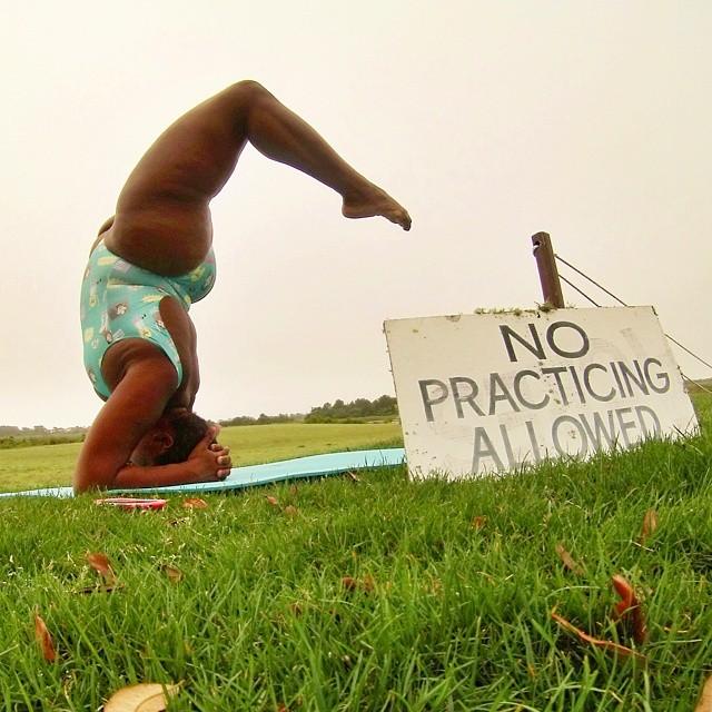'Yogi' de talla grande demuestra que todos podemos hacerlo