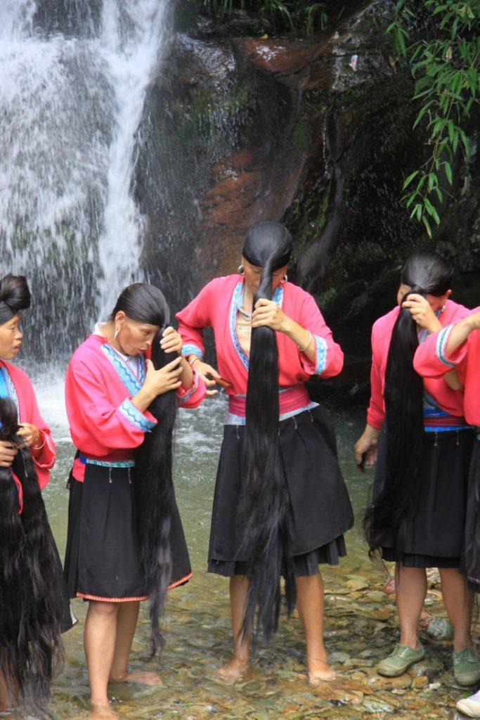Pueblo chino con el pelo más largo del mundo