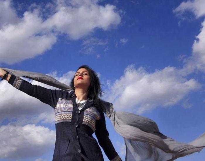 Mujeres de Irán protestan por la ley del velo obligatorio