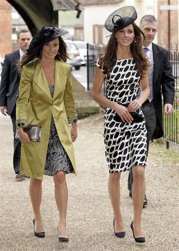 Pippa y Kate Middleton van de boda