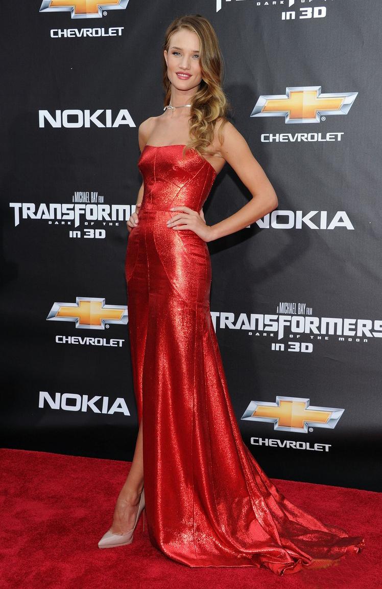 Rosie Huntington Whiteley impresionante en la premiere de Transformers en NY