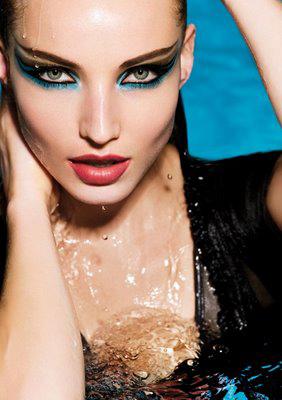 Maquillaje waterproof, estupenda a la orilla del mar