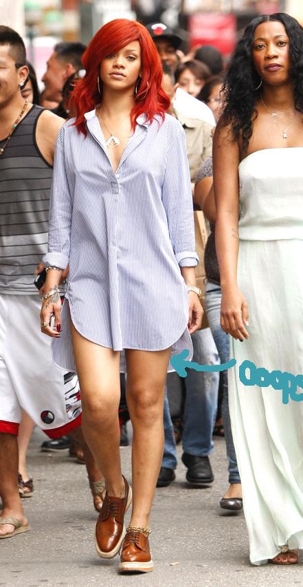 Rihanna ¿no se te olvida algo?