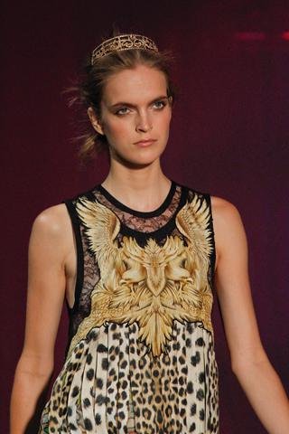 Roberto Cavalli: leopardo y oro en Milán