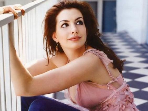 Anne Hathaway quiere salir en Glee
