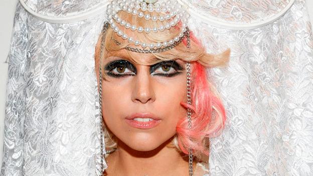 Lady Gaga arremete contra la cirugía estética
