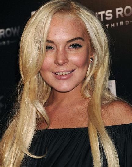 Lindsay Lohan nos enseña unos dientes muy amarillentos