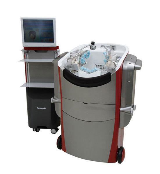 El futuro ya está aquí ¡Este robot se encargará de lavarnos la cabeza!