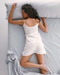 ¿Dormir boca a bajo es bueno?