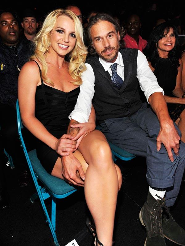 Britney Spears presume de anillo de prometida