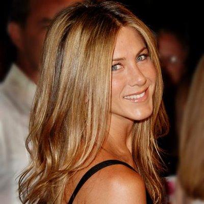 Jennifer Aniston se tiñe las pestañas cada tres semanas