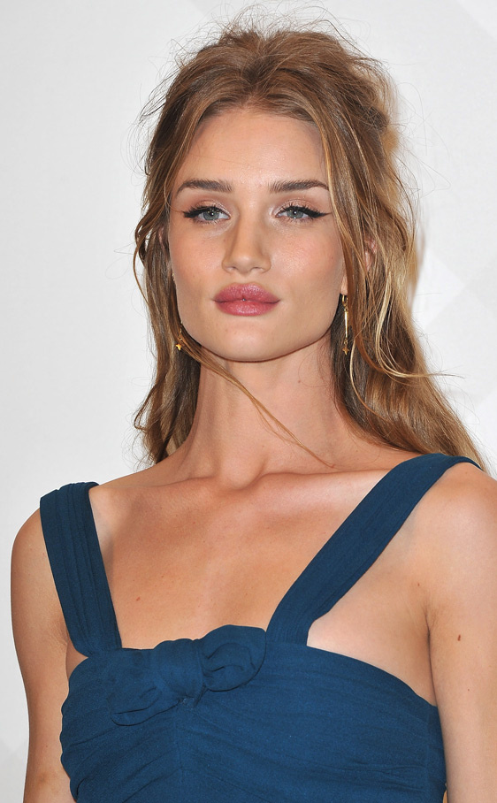 Rosie Huntington Whiteley en la fiesta Burberry de París