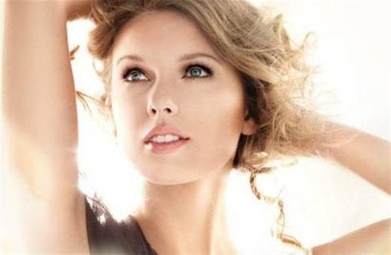 Prohiben el anuncio de una máscara de pestañas que anunciaba Taylor Swift
