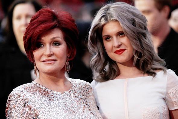 Kelly Osbourne se convierte en su propia abuela con ese color de pelo