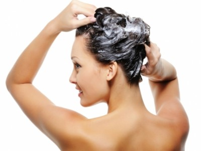 ¿Se te engrasa mucho el pelo? ¡Rota varios champús!