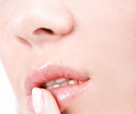El truco infalible para reparar los labios cortados