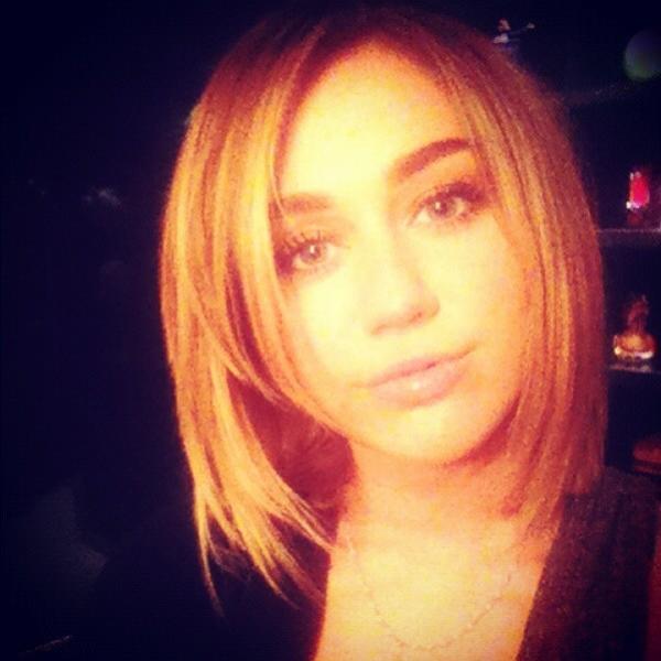 Miley Cyrus hace más corta su melena