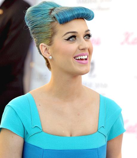 ¡Peinado retro para Katy Perry!
