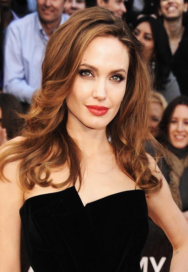 Angelina Jolie la más bella de los Oscars para nuestras lectoras