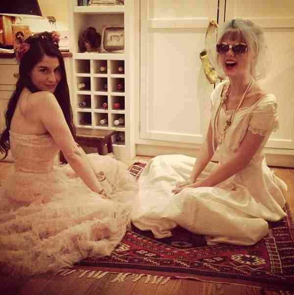 Taylor Swift encantada de disfrazarse y de jugar un rato