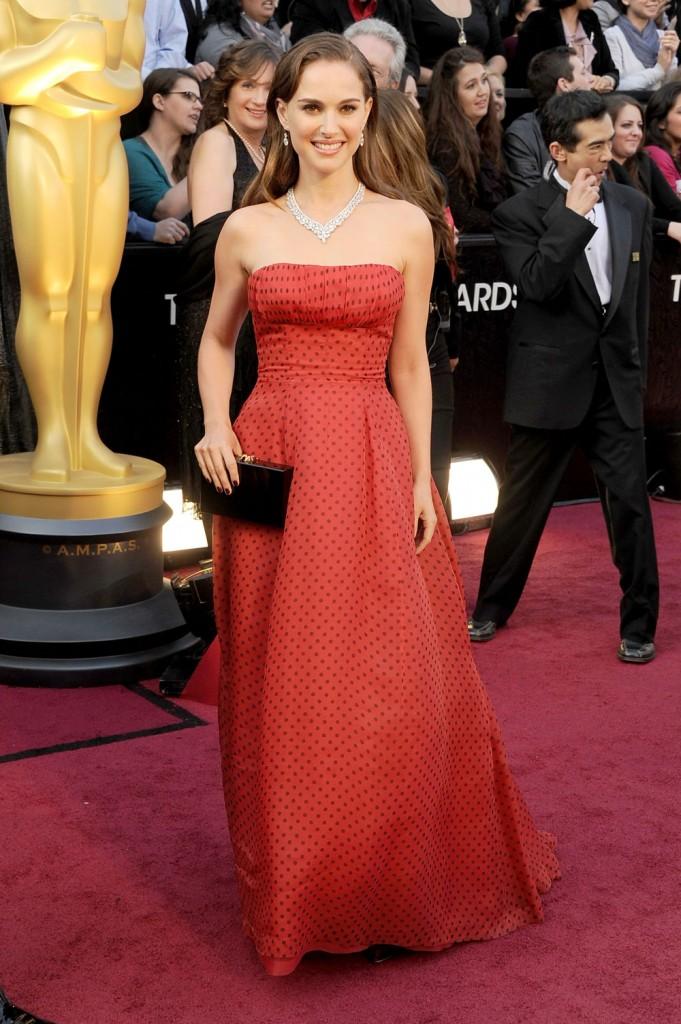 Se vende el vestido que Natalie Portman llevó a los Oscars 2012 por 50.000