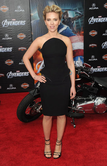 Scarlett Johansson de Versace en la premier de Los Vengadores