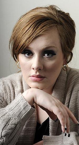 Karl Lagerferld le pide disculpas a Adele a través de un bolso
