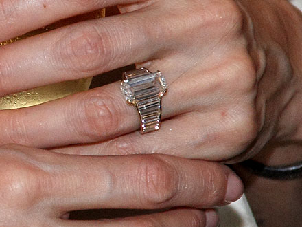 Más detalles del anillo de compromiso de Angelina Jolie