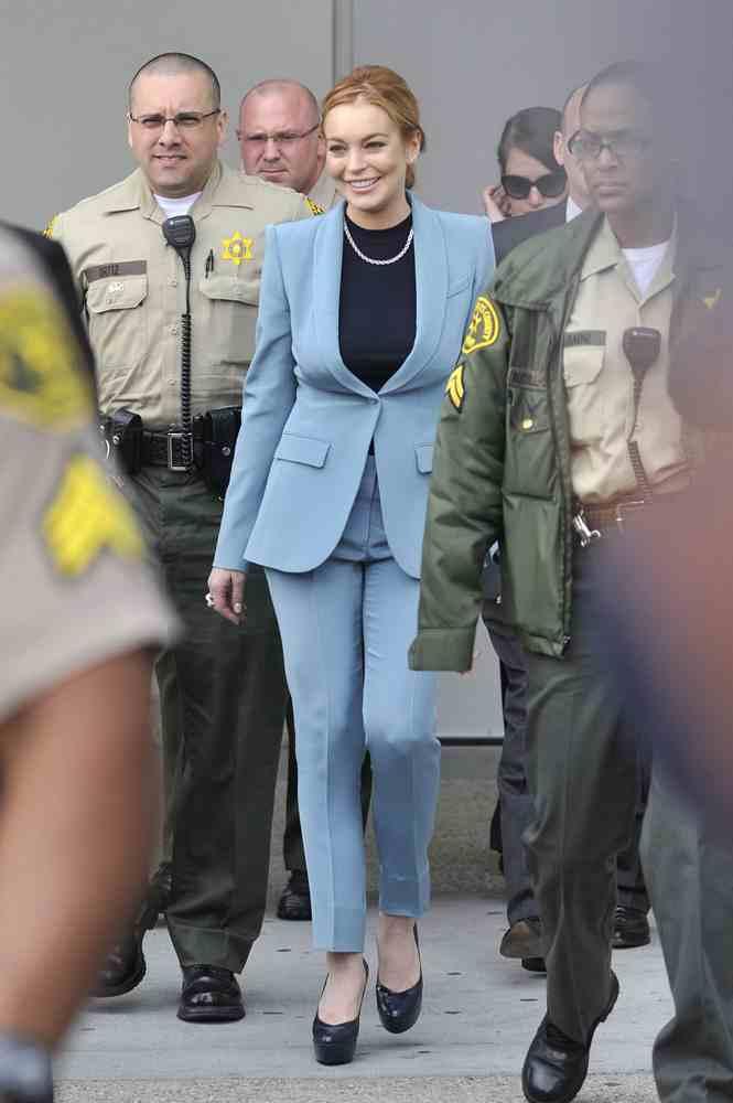 Nuevo estilismo de Lindsay Lohan para ir de juicios ¡ya es toda una experta!