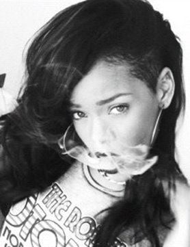 Rihanna ha vuelto a la sien rapada