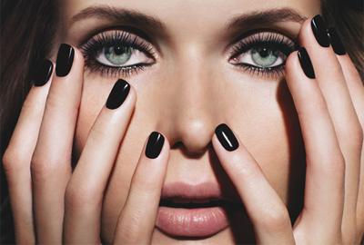 ¿Creéis que las uñas negras también son para la primavera?