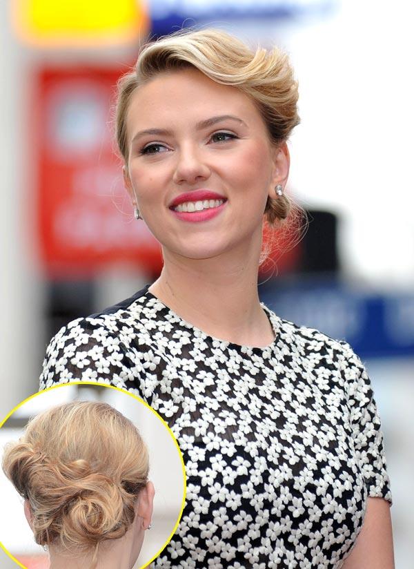 Scarlett Johansson y su peinado retro para recibir su estrella en el Paseo de la Fama de Hollywood