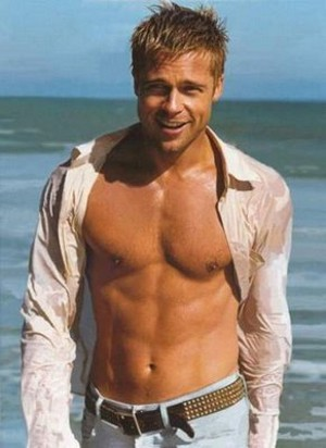 ¡Vota! ¿Qué opinas que un hombre (Brad Pitt) vaya a ser imagen de un perfume de mujer (Chanel Nº5)?