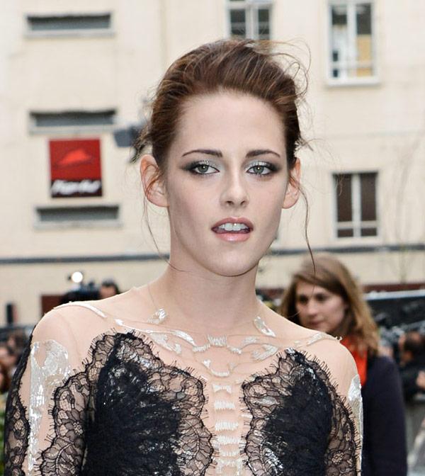 Sombras plata para Kristen Stewart en la premier de Blancanieves y la Leyenda del Cazador