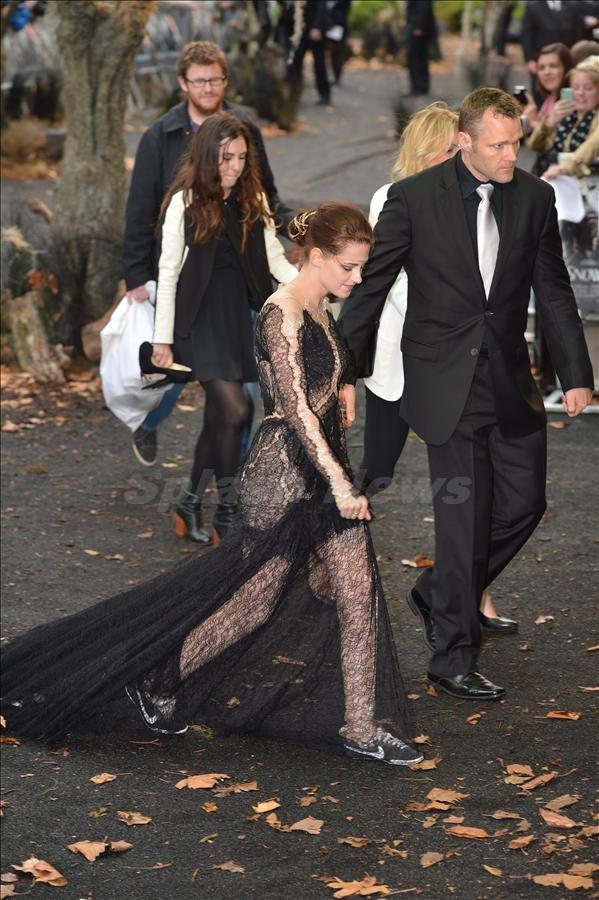 Tía, Kristen Stewart, ya te vale: mira que ponerte zapatillas el día del estreno de Blancanieves y la Leyenda del Cazador