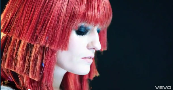 El pelo más loco de Florence Welch en su último clip, Spectrum