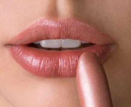 ¡Truco! Exfóliate los labios con el peine de la mascara de pestañas