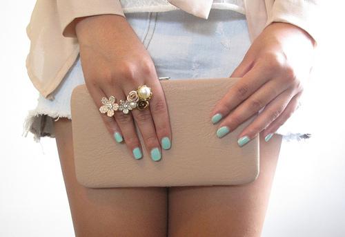 Te decimos los tres colores de esmalte de uñas que arrasarán este verano