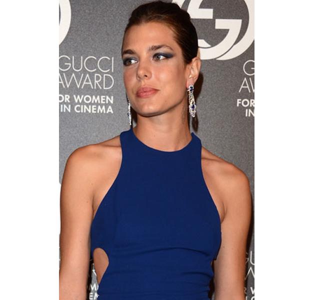 Carlota Casiraghi con sombras azules en los Gucci Award
