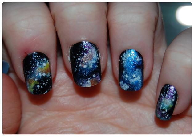Aprende a hacerte una manicura galáctica
