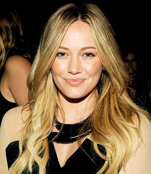 Nos encanta el look natural de Hilary Duff