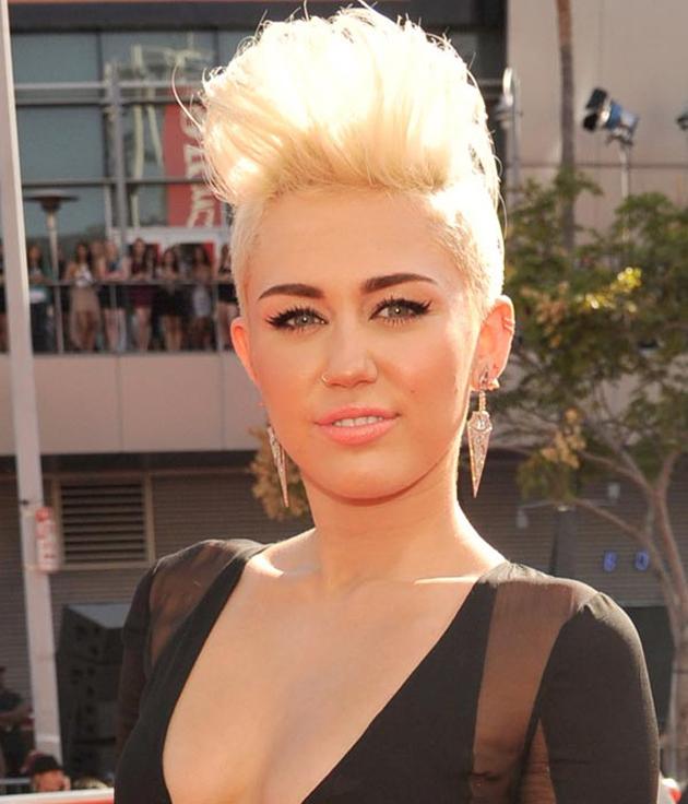 Miley Cyrus y su tupé en los VMA de MTV