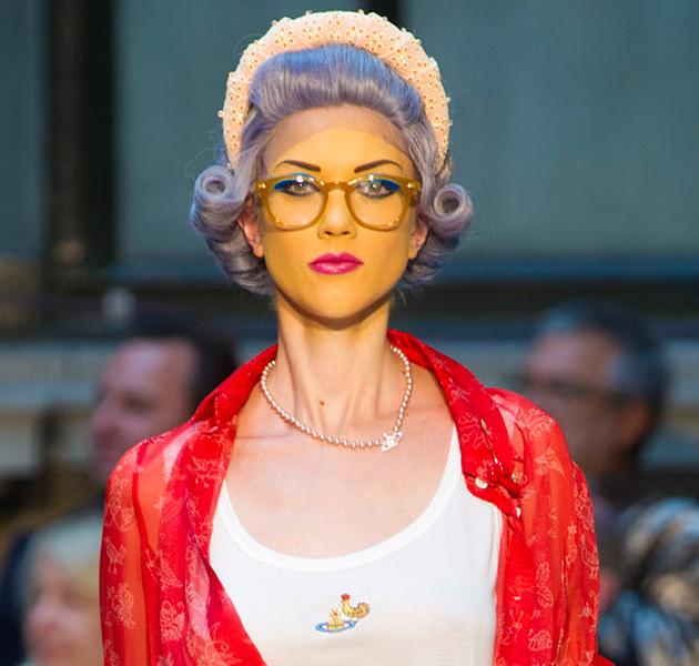 """""""Look abuela"""" visto en el desfile de Vivienne Westwood"""