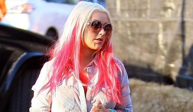 Christina Aguilera pasa del morado al rosa