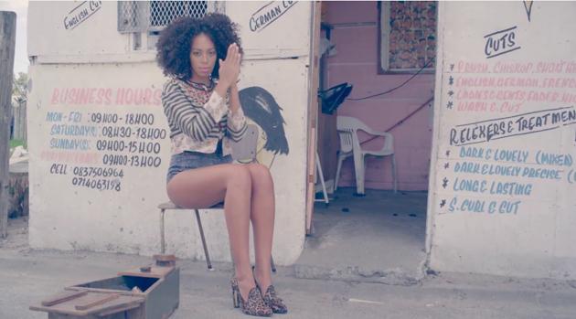 Un 10 a los estilismos de Solange Knowles en su último clip