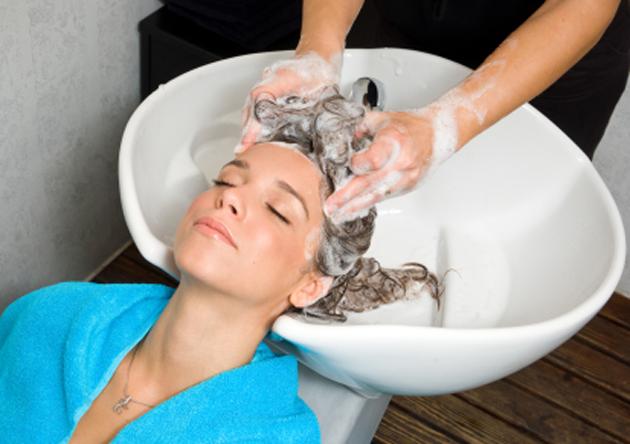 Los medios para los cabellos quemados la cosmética profesional
