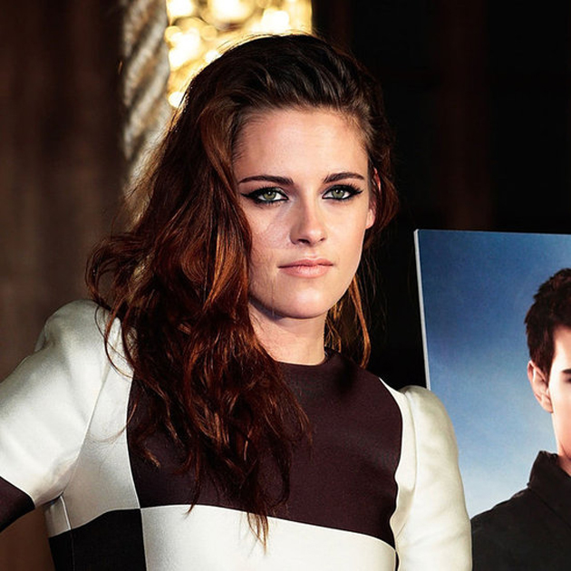 Eyeliner extremo en el maquillaje de Kristen Stewart en Tokyo