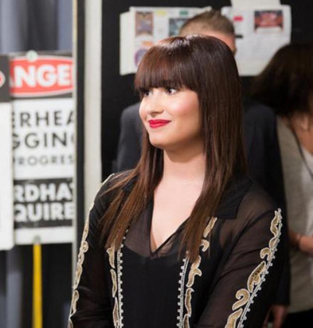 Demi Lovato retoma su pelo moreno, tras el rubio platino