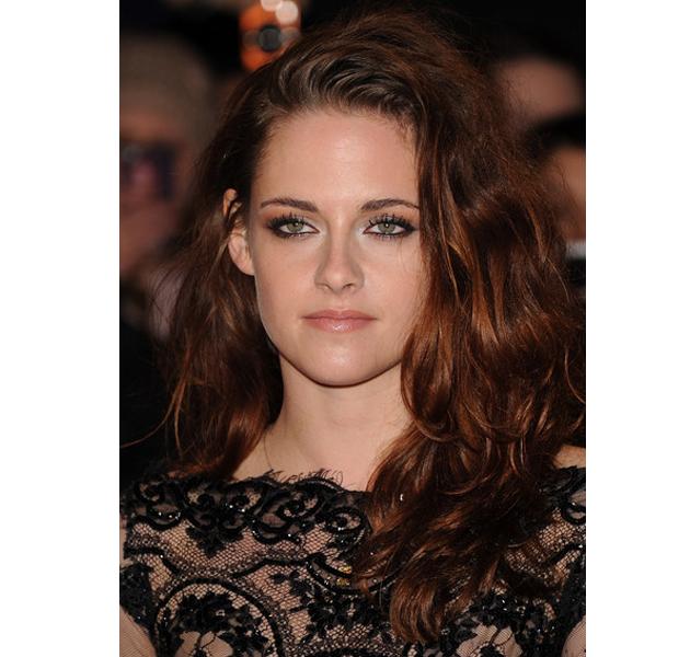 Otro lookazo de Kristen Stewart promocionando Amanecer 2, en Londres
