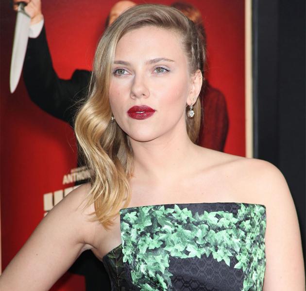 Scarlett Johansson luce peinado trenzado en la premiere de Hitchcock
